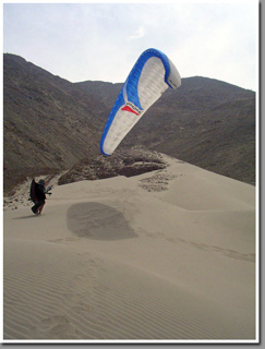 Paragliding at Playa Chipana between Tocopilla and Iquique, Atacama, Chile