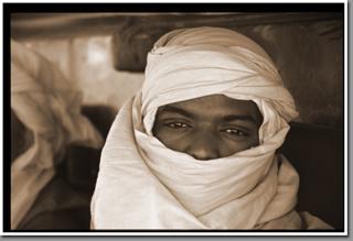 Desert driver, Jebel Arkenu, Sahara, Libyan Desert, Libya