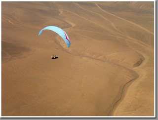 Paragliding over desert plateau near Patillos launch during Copa Altazor 2008, Atacama Desert, Iquique, Chile