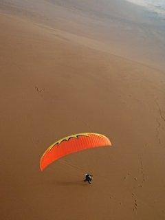 Palo Buque - An acro pilot having fun on a virgin sand slope, Palo Buque, Iquique, The Atacama Desert, Chile