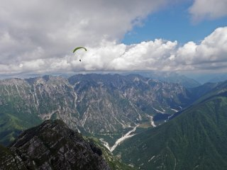 Slovenian delight - On an XC flight from Soca valley in Slovenia toward Gemona in Italy, Julian Alps, Slovenia and Italy
